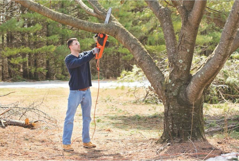 Black & Decker CS1518 15-Amp Corded Chainsaw – 18-Inch